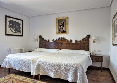 habitación junior suite del hotel los infantes tu hotel en santillana del mar